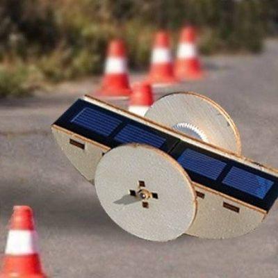 Maquette solaire construction d'une Voiture téléguidée en bois