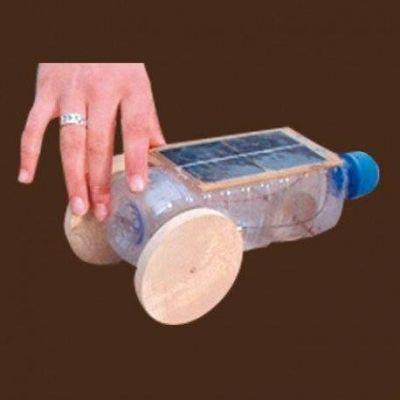 Maquette solaire construction d'une Voiture bouteille